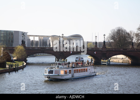 Berlin Kanzleramt Bundeskanzleramt Ferderal Chancellery Moltkebruecke Moltke Bruecke Bridge Spree - Stock Photo