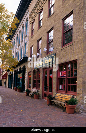 ASTER CAFE IN HISTORIC ST. ANTHONY MAIN NEIGHBORHOOD ON THE MISSISSIPPI RIVERFRONT, MINNEAPOLIS, MINNESOTA. FALL. - Stock Photo