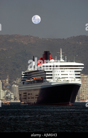 Queen Mary 2 largest cruise ship in the world Acapulco Mexico - Stock Photo