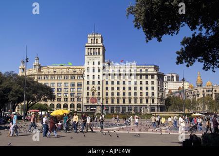 ESP Spanien Barcelona Plaza de Catalunya background Banco Espanol de Credito - Stock Photo
