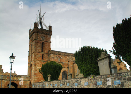 The road leading up to the outer gateway of Linlithgow Palace and the Church of St Michael, Linlithgow, West Lothian, - Stock Photo