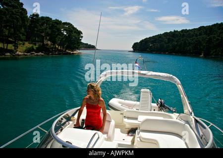 Einlaufen in die Bucht von Krivica auf der Insel Losinj | Putting into the Bay of Krivica on the Isle Losinj - Stock Photo