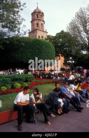 Historic town of santiago de queretaro aqueduct province for Jardin zenea queretaro