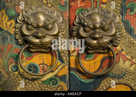 ) Detail of a decorated old wooden door and handles in a Beijing Hutong, The People's Republic of China - Stock Photo