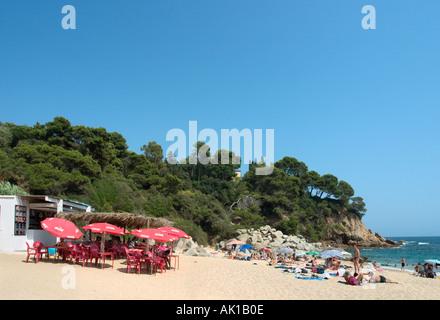 Beach bar on Sa Boadella beach south west of Lloret de Mar, Costa Brava, Catalunya, Spain - Stock Photo