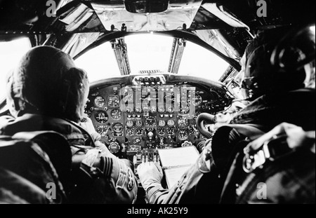Inside the cramped cockpit of Avro Vulcan XH558 on it s last ever RAF flight in the UK - Stock Photo