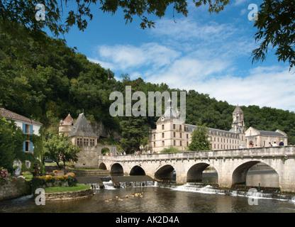 River Dronne and the Abbey in Brantome, Perigord Blanc, Dordogne, France - Stock Photo