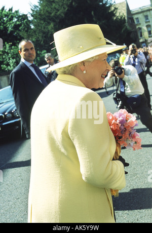 Queen Elizabeth II on walkabout during a visit to Cambridge, England on 08 June 2005. - Stock Photo
