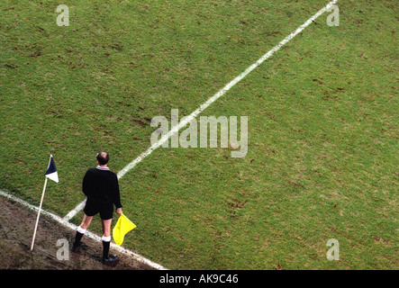 MANDATORY CREDIT MICHAEL CRAIG 04 02 97 Bolton Chesterfield FA Cup 4th round Football goalkeeper shouts instructions - Stock Photo