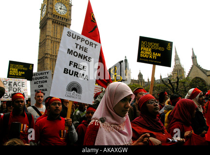 protesters & monks march through central London to support Burmese pro-democracy movement Oct 6 2007 - Stock Photo