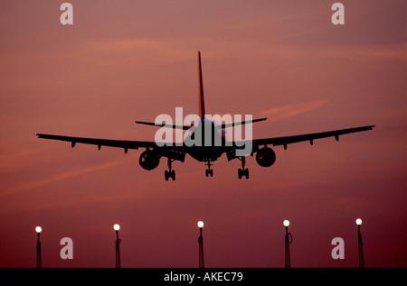 ON Finals at London Heathrow  GAV1001 - Stock Photo