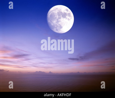 IE - CO.DONEGAL: Atlantic Moon - Stock Photo