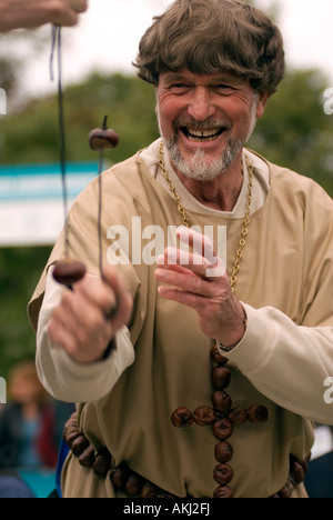 PICTURE CREDIT DOUG BLANE 43rd World Conker Championships at Ashton Northamptonshire on Sunday 14th October 2007 - Stock Photo