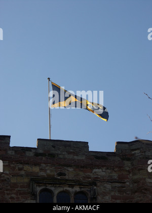Tamworth Castle flies the historical flag of the ancient kingdom of Mercia. - Stock Photo