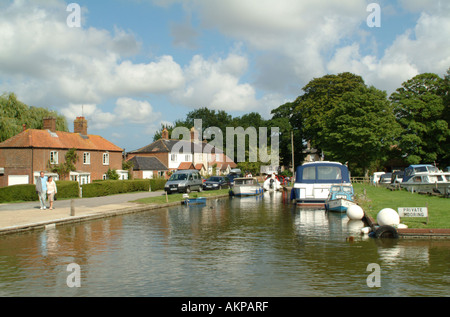 The top of Thurne Dyke, Thurne, Norfolk Broads, England, UK. - Stock Photo
