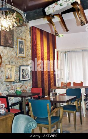 Perpignan france interior small antiques store and - Salon du taf perpignan ...