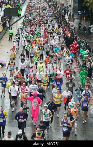 Participants in the London Marathon in April 2004 - Stock Photo