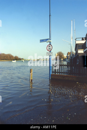 Flooding at Putney Embankment, River Thames, London, UK - Stock Photo