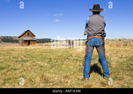Cowboy with horse and barn, wildwest, Oregon, USA - Stock Photo
