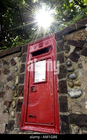 A Victorian 1901 Post Box built into a wall in Temple Gardens Brighton - Stock Photo