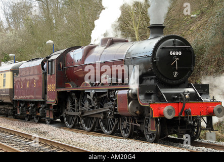 Jubilee Class 5690 ' Leander ' at Gerrards Cross station. - Stock Photo
