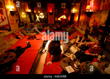 students enjoying a relaxing time at the Brass monkey pub edinburgh scotland - Stock Photo