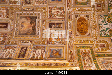 A painted, vaulted ceiling in the Map Room. Vatican Museum, Rome, Lazio, Italy. - Stock Photo