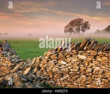 GB - GLOUCESTERSHIRE:  Typical Cotswold Scene - Stock Photo