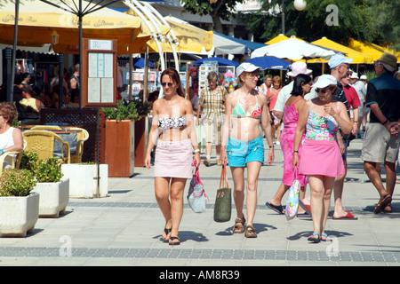 Holidaymakers on the promenade Port du Pollensa Mallorca Balearic Island Spain European - Stock Photo