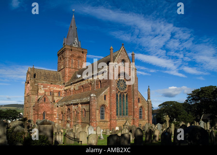 dh St Magnus Cathedral KIRKWALL ORKNEY Eastside of cathedral and Graveyard - Stock Photo