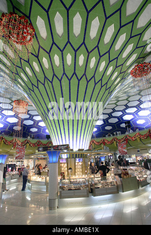 United Arab Emirates: transit hall and duty free shops at Abu Dhabi International Airport - Stock Photo