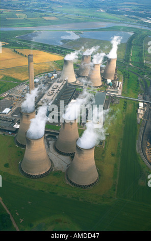 Aerail view of Fiddlers Ferry power station producing electricity - Stock Photo