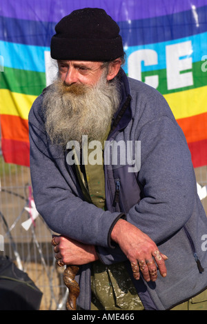 Veteran peace campaigner Stuart Paton at Gate 10 peace camp RAF Fairford protesting against Iraq war and B52 bombers - Stock Photo
