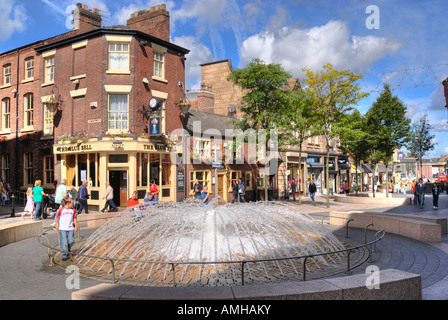 Historic Bluebell Inn, Horsemarket Street in Warrington town centre with fountain in forground - Stock Photo