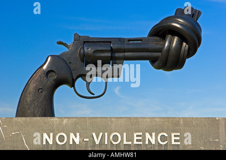 Knotted gun peace sculpture in the grounds of Le Memorial in Caen Normandy France a museum for peace - Stock Photo