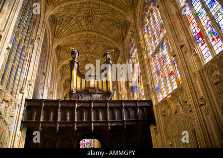 Kings College Chapel interior showing the fan vault ceiling and organ Cambridge University 2007 - Stock Photo