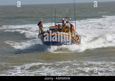 RNLI lifeboat being landed at Aldeburgh, East Anglia. Royal National Lifeboat - Stock Photo