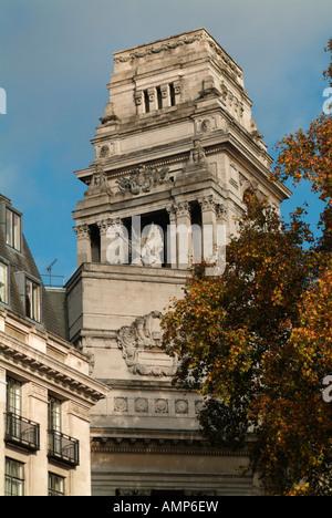 The Willis Group Building, 10 Trinity Square, London - Stock Photo