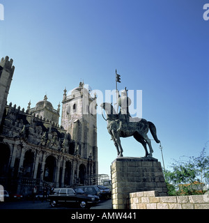 PORTUGAL  PORTO  COUNT VIMARA PERES  EQUESTRIAN STATUE IN FRONT OF  SE  CATHEDRAL - Stock Photo