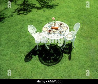 GB - GLOUCESTERSHIRE: Typical afternoon tea arrangement at Hermes Lodge in Bredon's Norton - Stock Photo