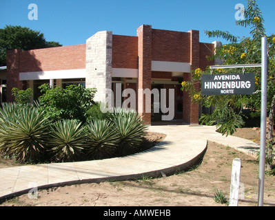 Road sign with 'Avenida Hindenburg' in front of a modern building, Mennonite colony, Filadelfia, Fernheim, Gran - Stock Photo