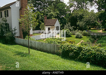 COLONIAL WILLIAMSBURG VIRGINIA USA August One of the few gardens in this re-enactment town based on the year 1775 - Stock Photo