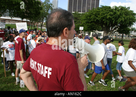 Miami Florida Hands On Miami Day departing from park to assigned locations - Stock Photo