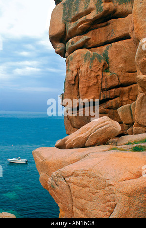 Giant rocks at the Cote granit rose between Ploumanac´h and Perros Guirec, Brittany, France - Stock Photo
