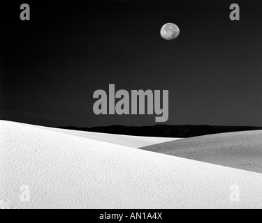 USA, New Mexico, White Sands National Monument. Nighttime with full moon over the desert (black and white). - Stock Photo