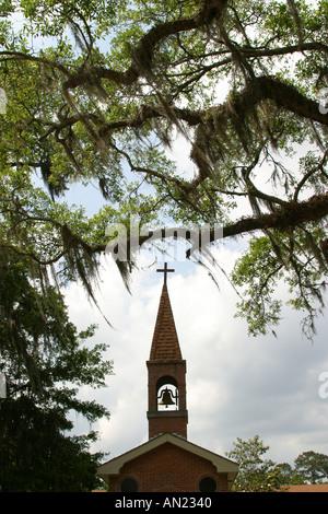 Louisiana St. Tammany Parish Slidell Chapel of the Sacred Heart Spanish moss - Stock Photo