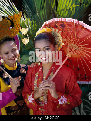 Penang Cultural Centre / Girls Dressed in Malay ... Malaysian Women Culture