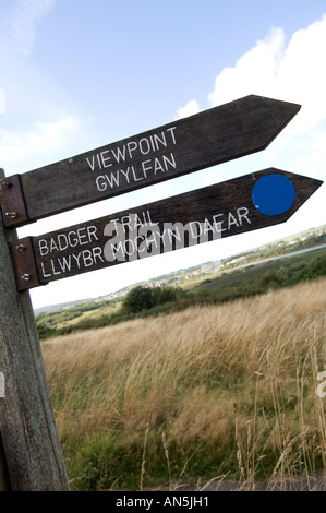 CILGERRAN welsh wildlife and wetlands centre near Cardigan west wales - bilingual welsh english signposts, Wales - Stock Photo