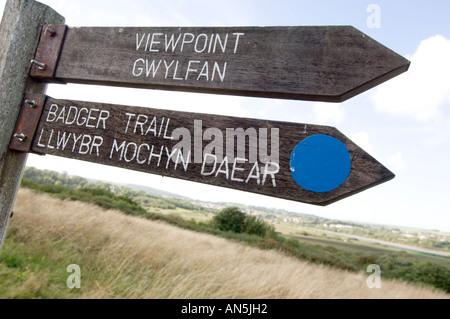 CILGERRAN welsh wildlife and wetlands centre near Cardigan west wales - bilingual welsh english signposts UK - Stock Photo