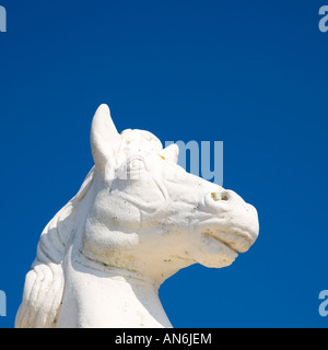 Lingfield, Surrey, England. One of a pair of stone horses decorating the gates of Lingfield Park racecourse. - Stock Photo